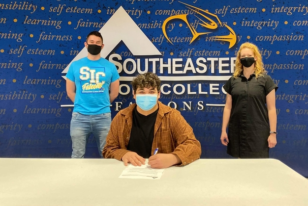 SIC Forensic Falcons sign Harrisburg's Ian Meshew