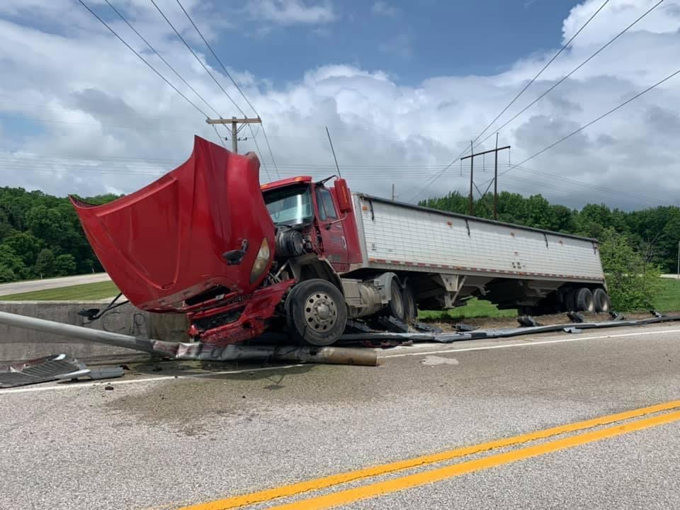 Semi Tractor Crashes in Posey County Wednesday