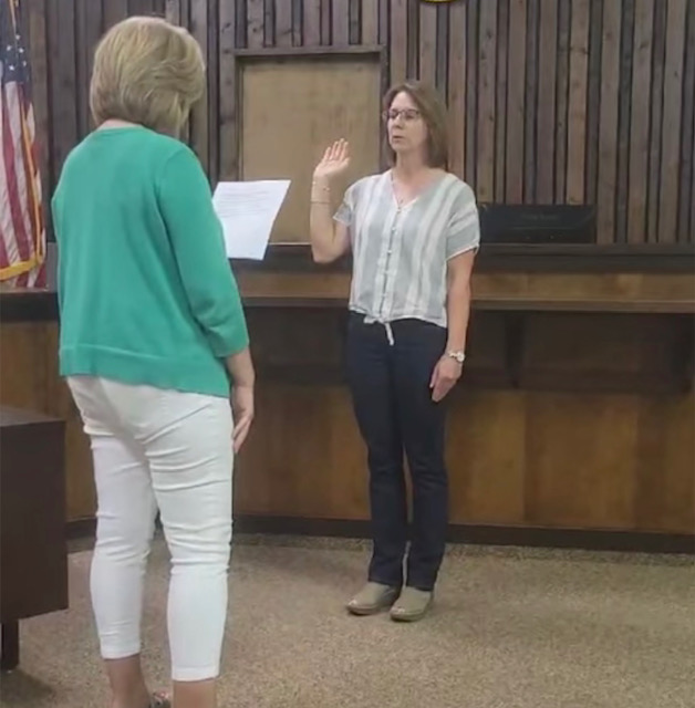 Sharon Bowman Replaces Dale Biggerstaff at McLeansboro City Council Meeting Tuesday